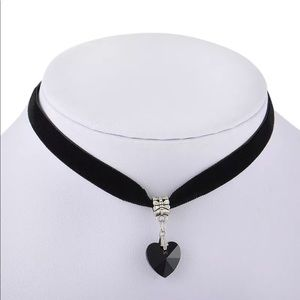 Jewelry - ✨Black Heart Velvet Choker Necklace✨